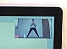 広角レンズ装着したパソコンの映像を拡大