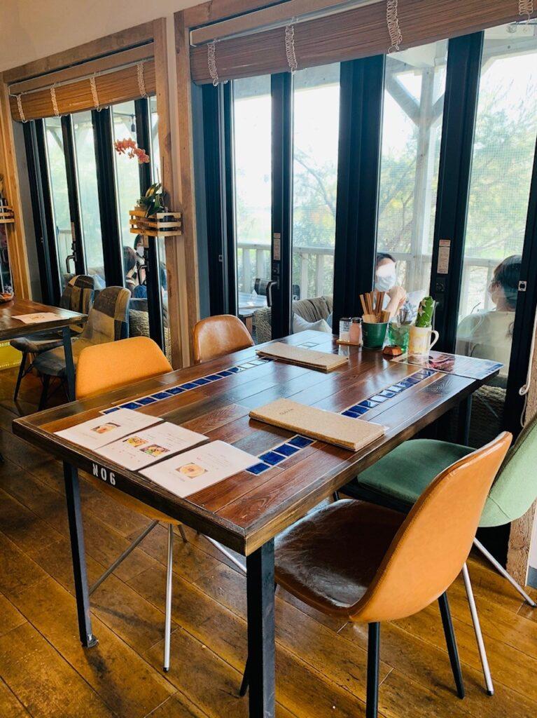 オルオルアイナの4人テーブル